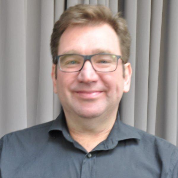 Dr Robert Adam (UK)
