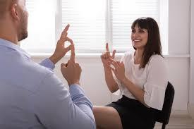De plus en plus de cours de langue des signes